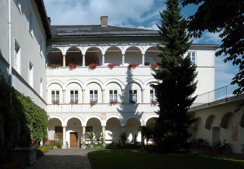 schlosshof-kloster-wernberg-10005b58826e062fa